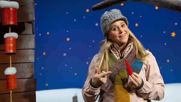 Singa findet eine Wichtelmütze. | Rechte: KiKA/Josefine Liesfeld