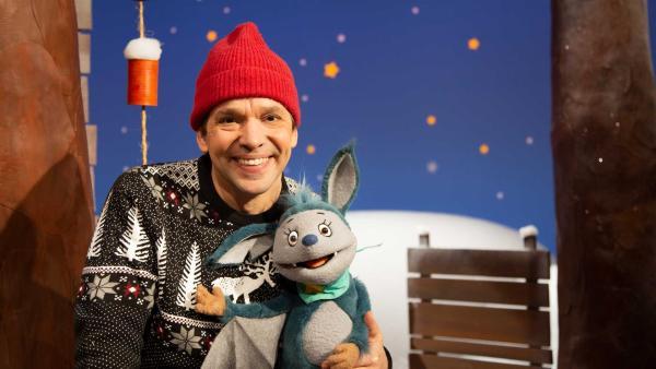 Juri und Fidi freuen sich auf Weihnachten. | Rechte: KiKA/Josefine Liesfeld