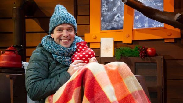 Juri gibt Tipps zum Aufwärmen. | Rechte: KiKA/Josefine Liesfeld