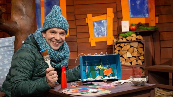 Juri bastelt ein Aquarium. | Rechte: KiKA/Josefine Liesfeld