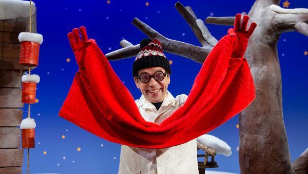 Professor Juri erzählt über das Handtuch. | Rechte: KiKA/Josefine Liesfeld