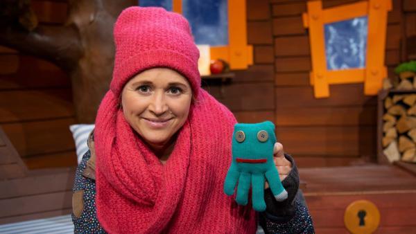 Singa bastelt mit einem einzelnen Handschuh. | Rechte: KiKA/Josefine Liesfeld