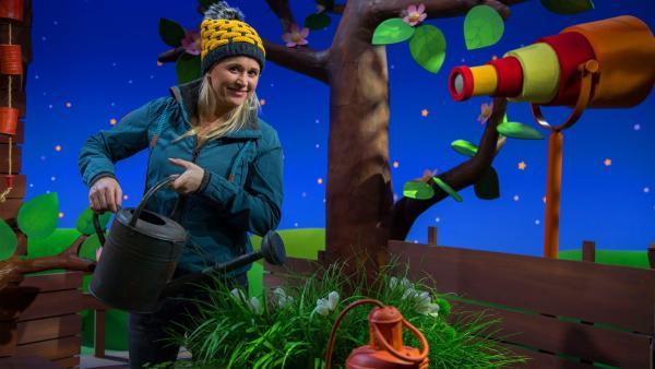 Singa freut sich über den Frühling. | Rechte: KiKA/Josefine Liesfeld