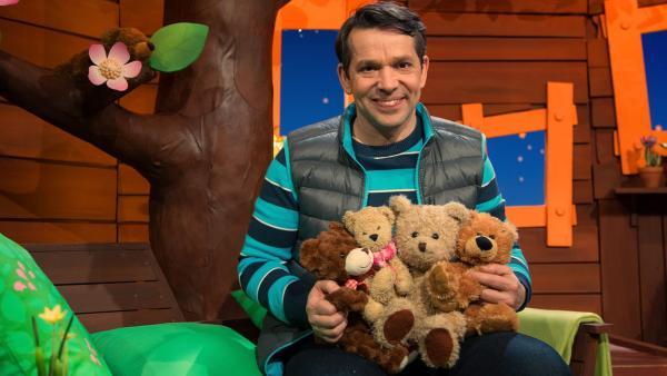 Juri und seine Teddybären. | Rechte: KiKA/Josefine Liesfeld