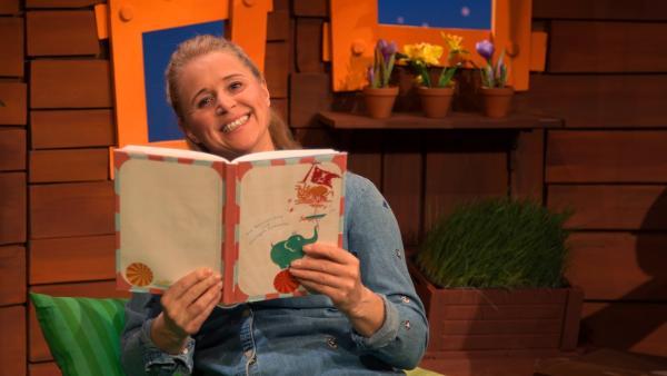 Singa und ihr Lieblingsbuch | Rechte: KiKA/Josefine Liesfeld