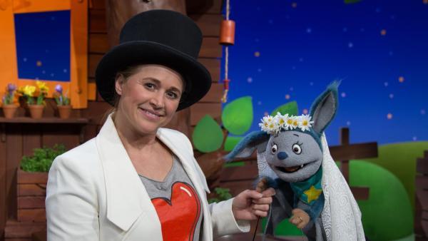 Singa und Fidi spielen Hochzeit. | Rechte: KiKA/Josefine Liesfeld