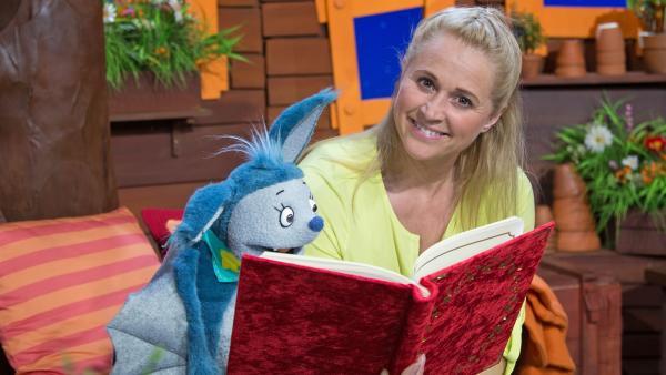 Singa liest Fidi ein Märchen vor. | Rechte: KiKA/Josefine Liesfeld