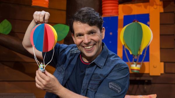 Juri und ein Heißluftballon | Rechte: KiKA/Josefine Liesfeld