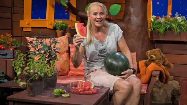 Singa isst Melone. | Rechte: KiKA/Josefine Liesfeld