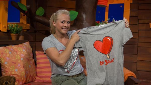 Singa und ihr T-Shirt | Rechte: KiKA/Josefine Liesfeld