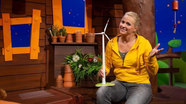 Singa erzählt Windrad-Tipps. | Rechte: KiKA/Josefine Liesfeld