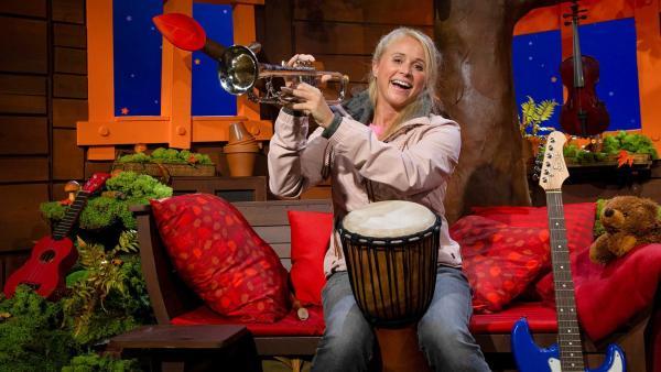 Singa und Musikinstrumente | Rechte: KiKA/Josefine Liesfeld
