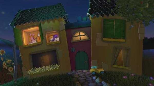Der ELefant und der Hase schauen aus dem Gute-Nacht-Haus. | Rechte: KiKA