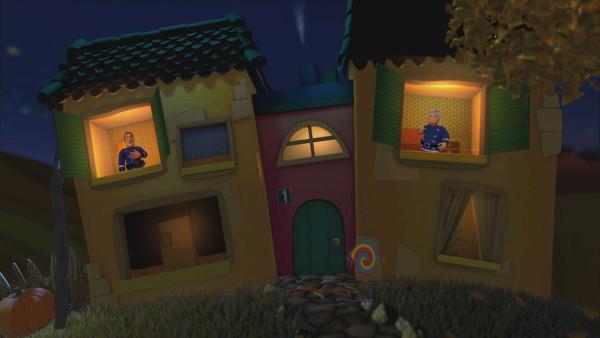 Feuerwehrmann Sam und Hauptfeuerwehrmann Steele sagen sich im Gute-Nacht-Haus gute Nacht. | Rechte: KiKA