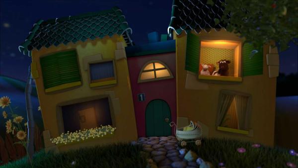 Pferd und Wolle schauen aus dem Gute-Nacht-Haus. | Rechte: KiKA