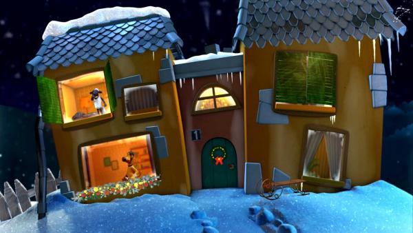 Shaun gähnt am Fenster vom Gute-Nacht-Haus und BItzer schaut sie ihm herauf. | Rechte: KiKA