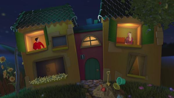Singa und Juri schauen aus zwei Fenstern im Gute-Nacht-Haus heraus. | Rechte: KiKA
