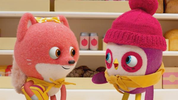 Becca erklärt Sylvie, warum die Bande mit Lolas Lieferservice großen Erfolg haben wird.   Rechte: NDR/JAM Media