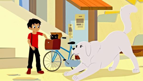 Sebastian ist mit dem Fahrrad unterwegs. Er hat vorne auf dem Fahrrad eine Tasche stehen, aus der ein Mops rausguckt. Belle ist neben ihm. | Rechte: © 2017 Gaumont Animation, PVP Animation III Inc.- All rights reserved