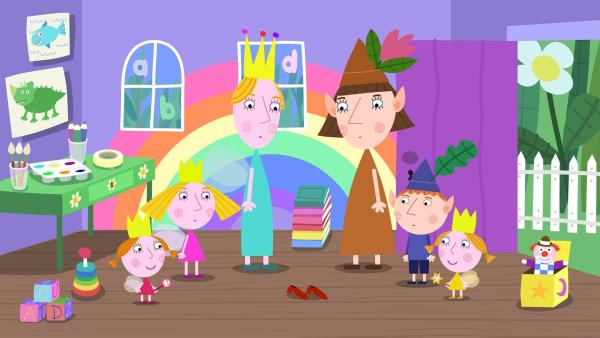 Nachdem die Erzieherin der Kita von den Kindern weggezaubert wurde, wollen Königin Aurikel (3. v.li.) und Frau Elf (3.v.re.) als Ersatz einspringen.  | Rechte: ZDF/Astley Baker Davies Ltd/Rubber Duck Entertainment