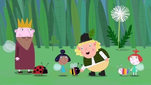 König Aurikel (links) ist begeistert: Miss Jolly (2. von rechts) scheint wirklich gut mit den Haustieren umgehen zu können. Sie gehorchen ihr alle aufs Wort - sogar Gaston.  | Rechte: ZDF/Astley Baker Davies Ltd/Rubber Duck Entertainment