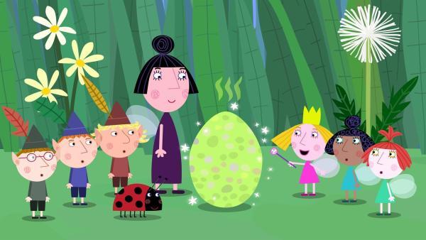 Prinzessin Holly (3. von re.) hat einen Drachenei herbei gezaubert.  | Rechte: ZDF/Astley Baker Davies Ltd/Rubber Duck Entertainment
