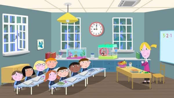 Lucy (hinten links) hat ihre kleinen Freunde Ben, Holly und Nanny Plum mit in die Schule genommen. Sie sind gut versteckt in ihrer Jackentasche.  | Rechte: ZDF/Astley Baker Davies Ltd/Rubber Duck Entertainment