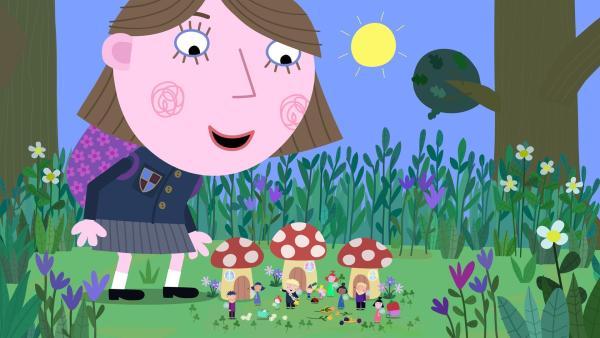 Lucy (groß) warnt die Elfen und Feen vor ihren Mitschülern und ihrer Lehrerin, die heute einen Ausflug in die Natur machen. | Rechte: ZDF/Astley Baker Davies Ltd/Rubber Duck Entertainment