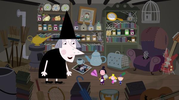 Nanny Plum (Mitte) will zusammen mit Ben und Holly den Frühjahrsputz bei Mrs. Witch machen. | Rechte: ZDF/Astley Baker Davies Ltd/Rubber Duck Entertainment
