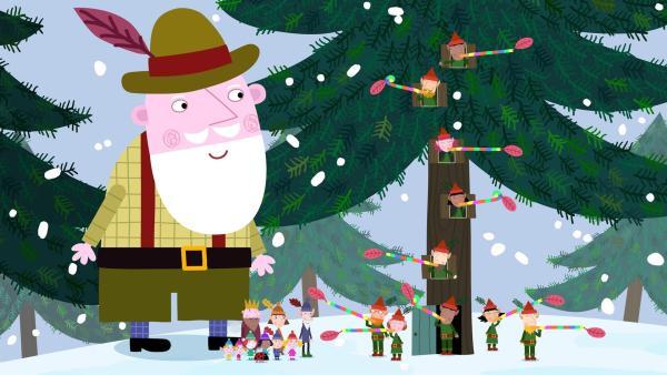 Der Weihnachtsmann kontrolliert auch im Elfenwald, ob alles läuft für die Weihnachtsvorbereitungen. | Rechte: ZDF/Astley Baker Davies Ltd/Rubber Duck Entertainment