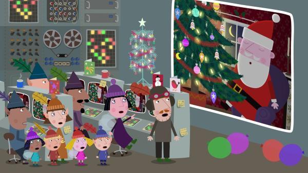 Der Weihnachtsmann ist zu Hause bei Lucy eingeschlafen. Schnell müssen Nanny Plum, die Kinder und der Elfenrettungsdienst zur Hilfe eilen. | Rechte: ZDF/Astley Baker Davies Ltd/Rubber Duck Entertainment