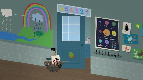 Auf der Suche nach dem verborgenen Schatz landen Rotbart, Nanny Plum, Ben und Holly im Klassenzimmer von Lucy. Ist dort tatsächlich der Schatz versteckt? | Rechte: ZDF/Astley Baker Davies Ltd/Rubber Duck Entertainment