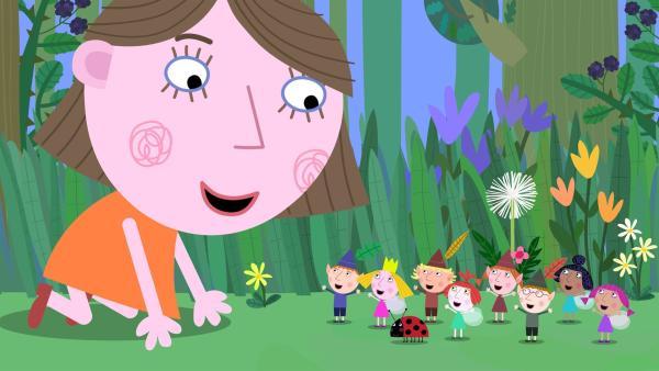 Lucy (groß) lädt ihre Feen- und Elfenfreunde zu ihrer Geburtstagsparty ein. | Rechte: ZDF/Astley Baker Davies Ltd/Rubber Duck Entertainment