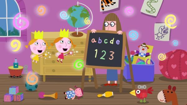 Mrs. Fotheringill soll die Zwillinge Daisy und Poppy unterrichten. Die beiden wollen die Lehrerin aber lieber wegzaubern anstatt zu lernen.  | Rechte: ZDF/Astley Baker Davies Ltd/Rubber Duck Entertainment