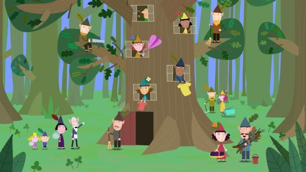 Der alte weise Elf teilt den Elfen mit, dass nun Nanny Plum für einen Tag seine Arbeit übernimmt. | Rechte: ZDF/Astley Baker Davies Ltd/Rubber Duck Entertainment