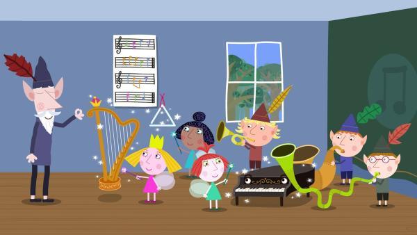 Der weise alte Elf studiert mit den Elfen- und Feenkinder ein Lied für den prominenten Besucher ein. | Rechte: ZDF/Astley Baker Davies Ltd/Rubber Duck Entertainment