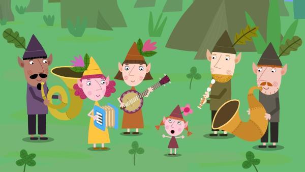 Die Elfenband hat für König Aurikel ein Geburtstagslied einstudiert.   Rechte: ZDF/Astley Baker Davies Ltd/Rubber Duck Entertainment