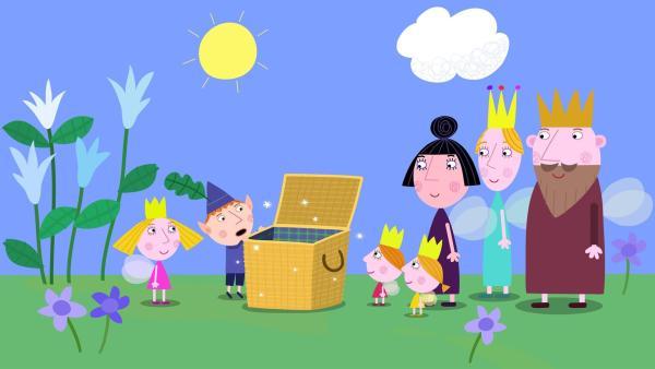 Neugierig schaut Ben in den Picknickkorb der Königsfamilie. | Rechte: ZDF/Astley Baker Davies Ltd/Rubber Duck Entertainment