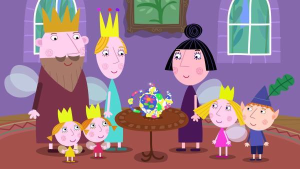 Die Königin ist von der reparierten und neugestalteten Kanne der Kinder entzückt.   Rechte: ZDF/Astley Baker Davies Ltd/Rubber Duck Entertainment