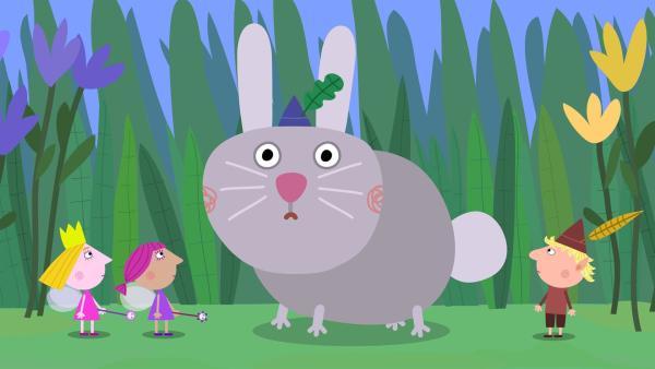 Holly (1.v.li.) hat Ben in einen Hasen verzaubert.   Rechte: ZDF/Astley Baker Davies Ltd/Rubber Duck Entertainment