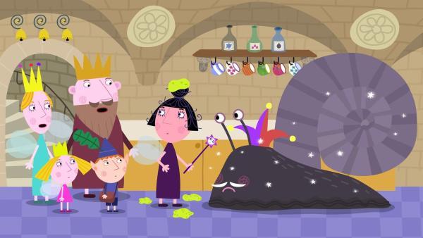 Der König ist nicht begeistert, dass Nanny Plum den weisen alten Elfen in eine Schnecke verzaubert hat. | Rechte: ZDF/Astley Baker Davies Ltd/Rubber Duck Entertainment