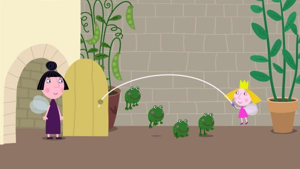 Hollys neue kleine Freunde, die Frösche, stiften viel Unruhe im Schloss! | Rechte: ZDF/Astley Baker Davies Ltd/Rubber Duck Entertainment