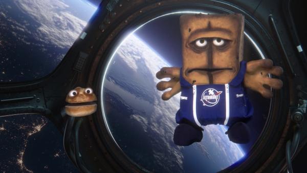 Auf der ISS stellt Bernd fest, dass er nicht das erste Brot im All ist, denn zu seinem Erstaunen trifft er dort auf ein kleines nerviges Brötchen.   Rechte: KiKA/bumm film