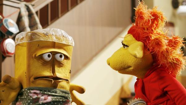 Beim morgendlichen Gerangel, wer als erster ins Bad darf, hat einer immer das Nachsehen: Bernd das Brot. | Rechte: KiKA/Bernd Lammel