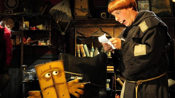 Bernd hilft dem merkwürdigen Berthold (Norman Cöster) mit einem geheimnisvollen Rezept aus der Klemme. | Rechte: KiKA/Christiane Pausch