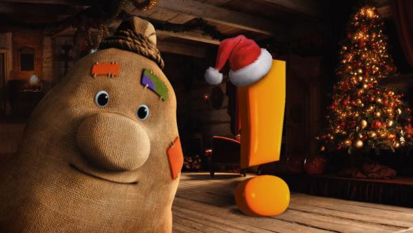 Beutolomäus im Weihnachtshaus. Neben ihm ein großes Ausrufezeichen. | Rechte: KiKA