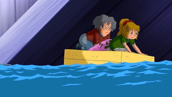 Bibi und Oma Grete sind im Waschbecken gelandet. Ein Schwamm wird kurzerhand ihr Rettungsboot.   Rechte: ZDF/A. Film A/S und KIDDINX Studios GmbH