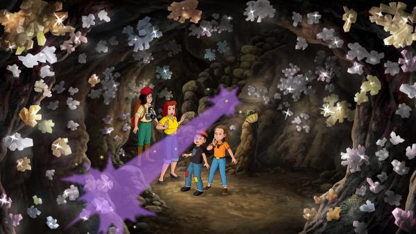 Barbara und Karla treffen die beiden Kinder in der Kristallhöhle.   Rechte: ZDF/A. Film A/S und KIDDINX Studios GmbH