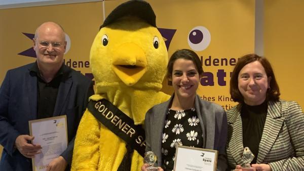 Dr. Matthias Huff, Clarissa Corrêa da Silva und Dr. Astrid Plenk (von links) | Rechte: KiKA / Christiane Rohde