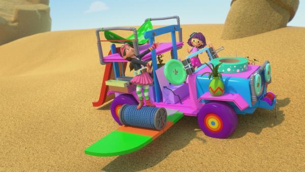 Bitz und Fleur sind begeistert von den Extraausstattungen am Wagen. | Rechte: KiKA/BBC/Boat Rocker Rights Inc. MMXVIII